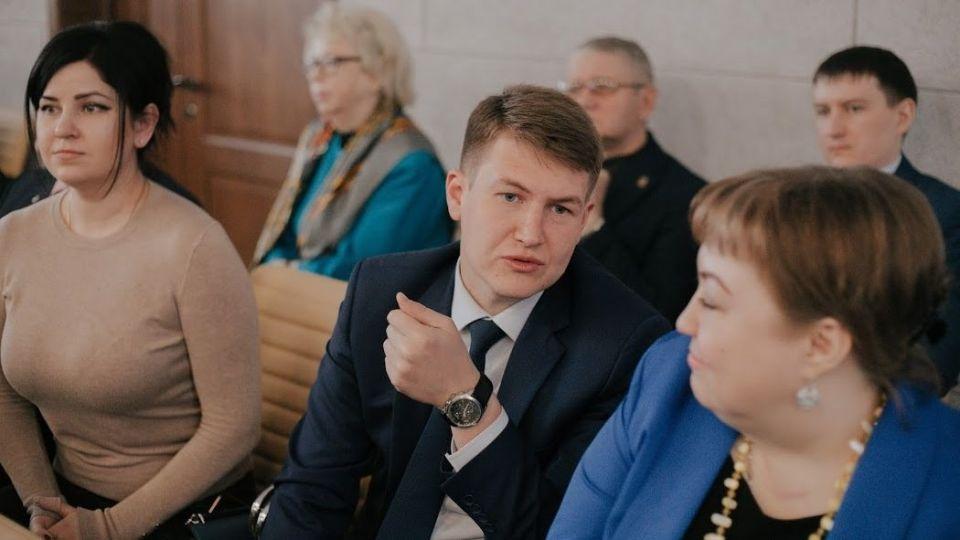 Денис Голобородько (в центре)