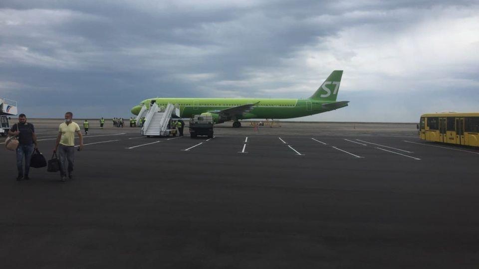 Самолет. Аэропорт Барнаула. S7