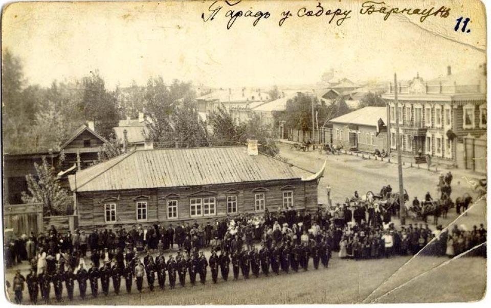 Здание аптеки Крюгера (в правой части снимка) предположительно в 1904 году