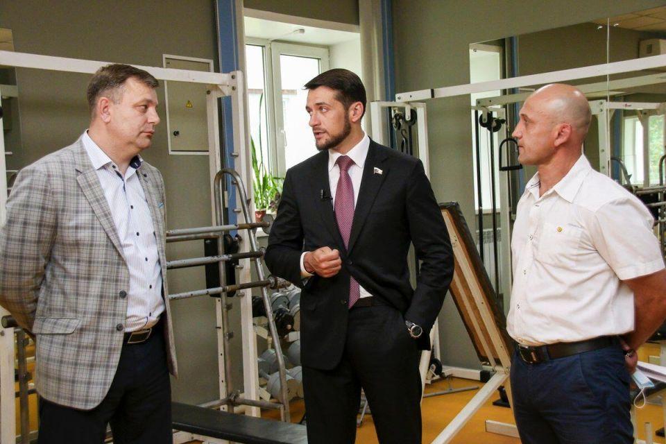 Александр Прокопьев со спортивными тренерами