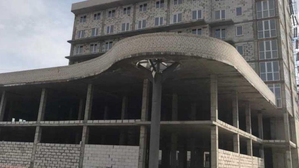 Недостроенное здание на ул. Шумакова, 21