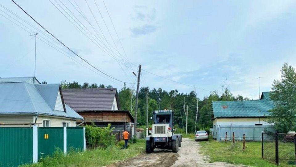 Работы по ремонту дорог в пригородных поселках Барнаула