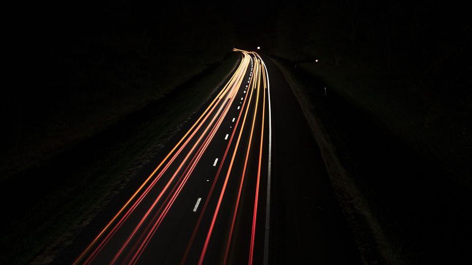 Улица. Ночь. Автомобили