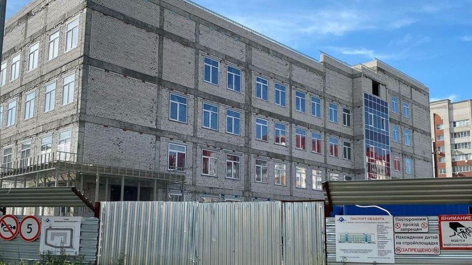 Строящаяся поликлиника №14 в Индустриальном районе Барнаула