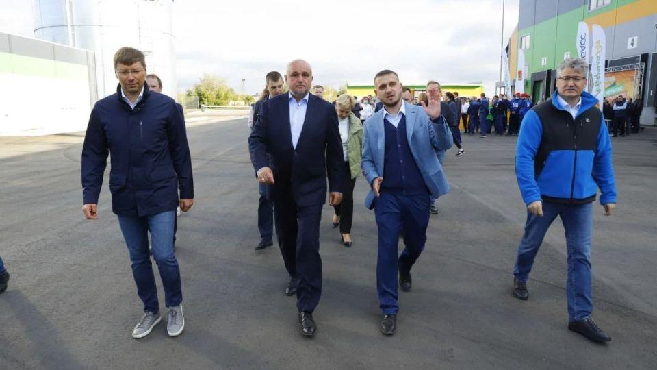 Евгений Ракшин (слева) и Сергей Цивилев (в центре)