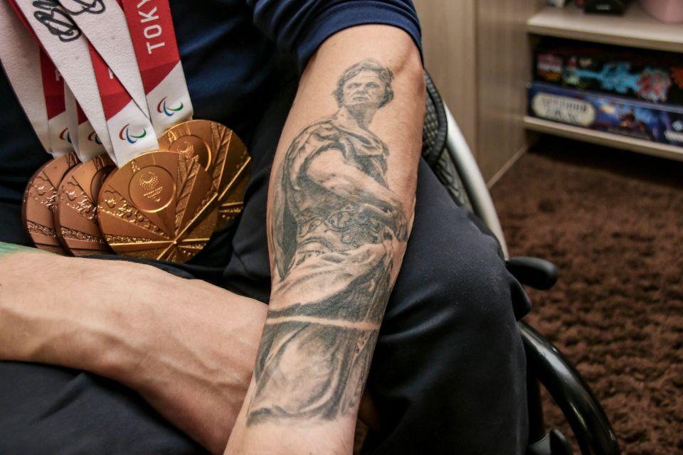 Роман Жданов имеет татуировки со смыслом