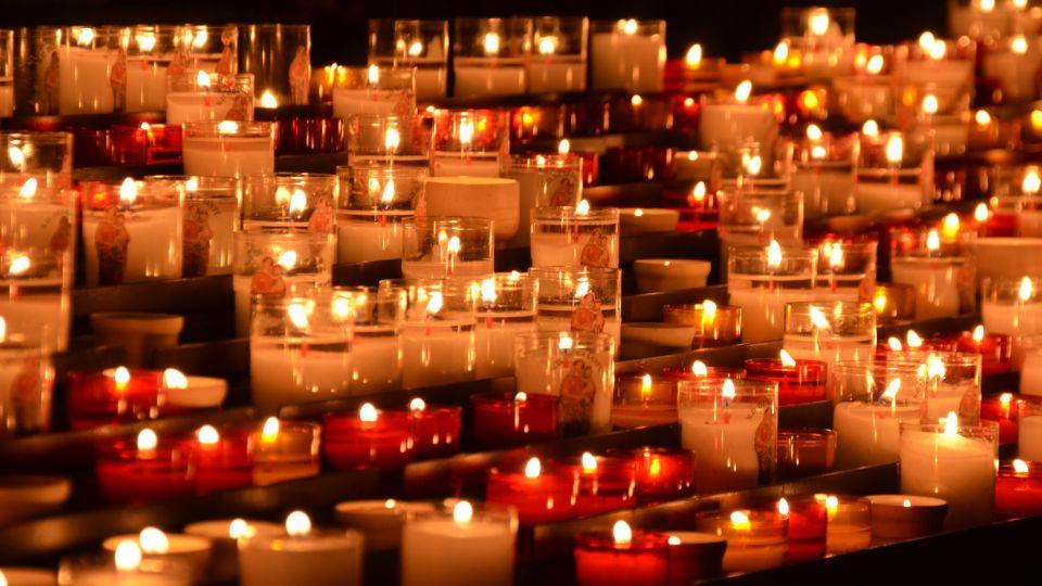 Свечи. Скорбь. Смерть