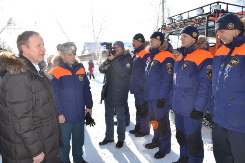 Виктор Томенко встретился со спасателями в Староалейском Фото:Алексей Кучерявых