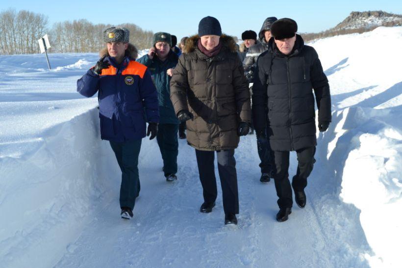 Виктор Томенко пешком прошелся по дороге на Саввушку  Фото:Алексей Кучерявых