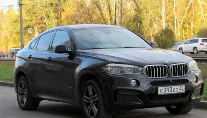 Громкое ДТП: водитель BMW менял дорогие иномарки, но красивый номер оставлял