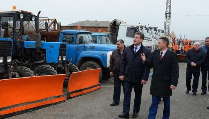 Сергей Дугин проверил готовность снегоуборочной техники к предстоящей зиме