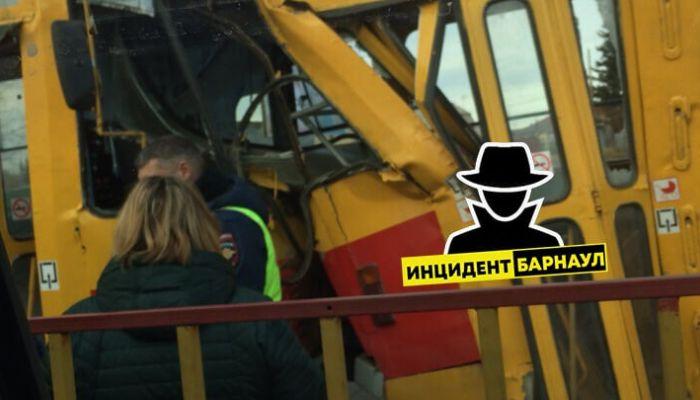 В ГИБДД рассказали подробности ДТП с двумя трамваями в Барнауле
