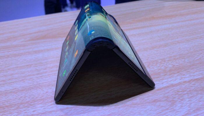 Продажи первого в мире смартфона с гибким экраном стартуют в Китае