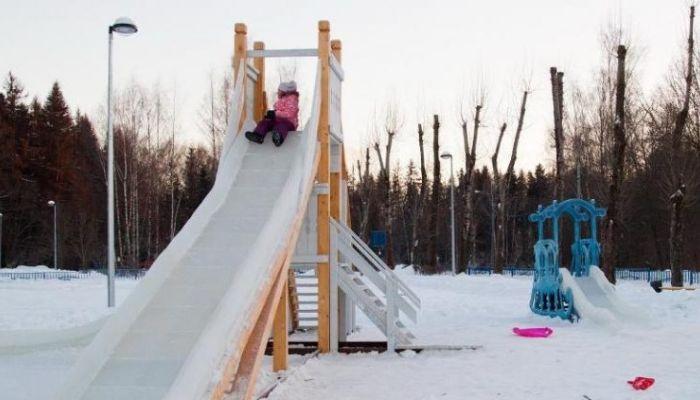 Родители судятся с мэрией из-за опасной горки в парке Лесная сказка в Барнауле