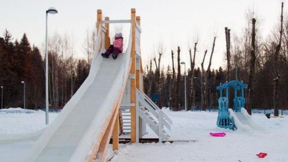 """Родители судятся с мэрией из-за опасной горки в парке """"Лесная сказка"""" в Барнауле"""