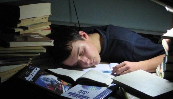 Ученые сказали, сколько нужно спать, чтобы успешно сдать экзамен