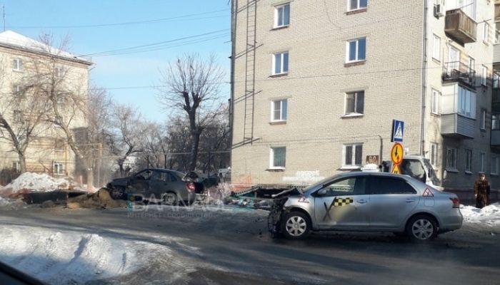 Учебный автомобиль попал в серьезное ДТП в Барнауле
