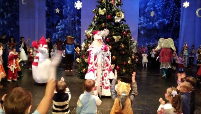 Более 27 тысяч детей посмотрели новогодние представления в Барнауле