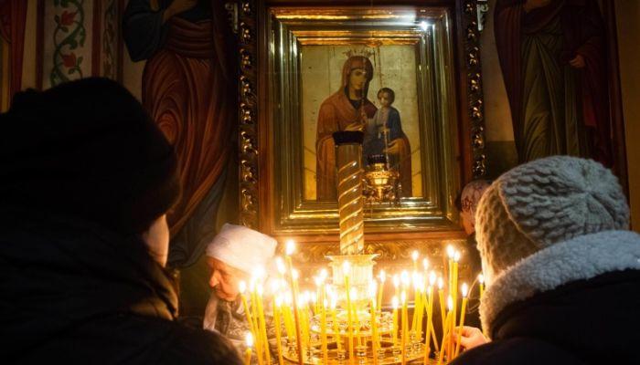 Как прошла Рождественская служба в барнаульском храме в ночь на 7 января