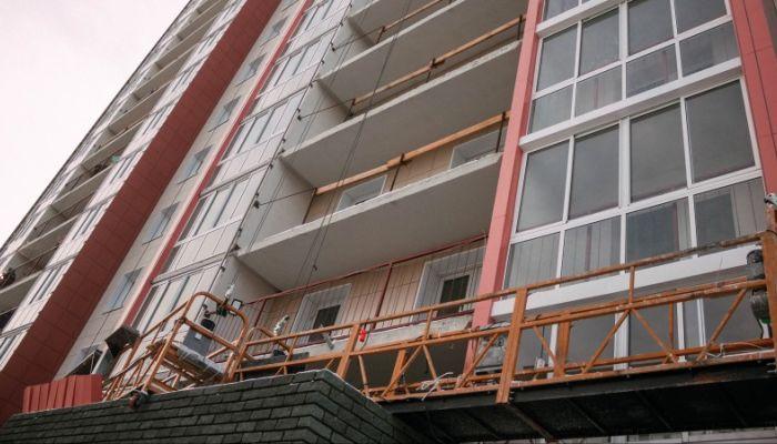 Фоторепортаж с площадки строительства дома для педагогов и врачей в Барнауле