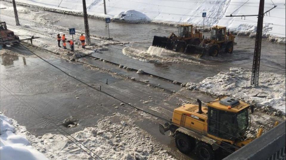 Авария на улице Малахова в Барнауле устранена – начинается подача воды в дома
