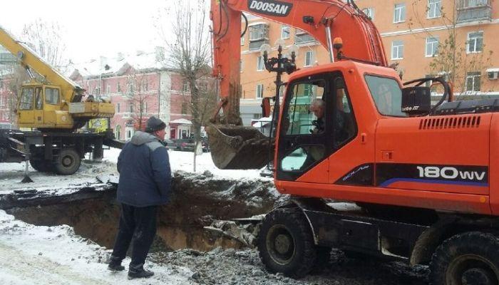 Три коммунальные аварии продолжают устранять в Барнауле 8 февраля