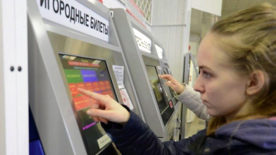 Студентам и школьникам сохранили льготы на проезд в пригородных поездах Алтая