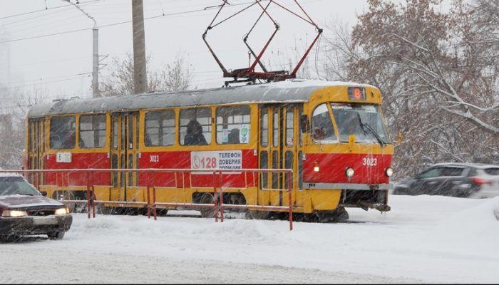 Трамваи встали на проспекте Космонавтов в Барнауле