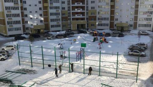 Спортивную площадку снесли в Барнауле, потому что жильцам мешали крики детей