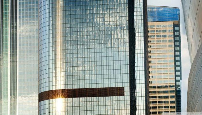 1 млн рублей отсудил житель Ростова за расплавившийся на солнце Leхus