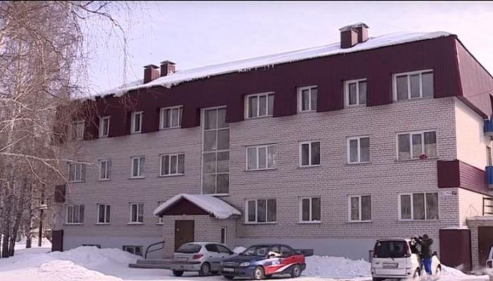 Плесень и грибок: возбуждено дело после проверки квартир сирот в Барнауле