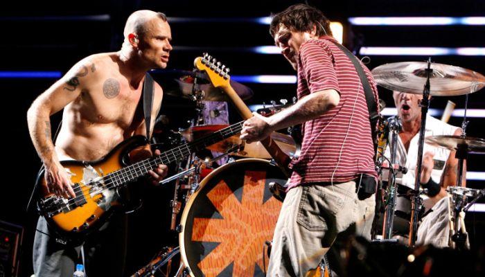 Red Hot Chili Peppers дали живой концерт у пирамид Гизы