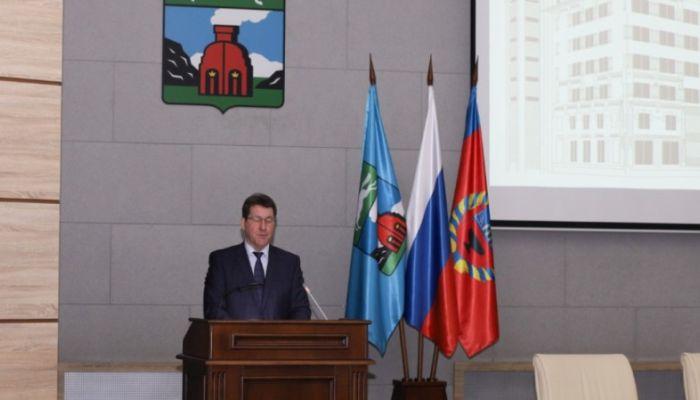 Глава Барнаула Сергей Дугин представляет депутатам гордумы ежегодный отчет