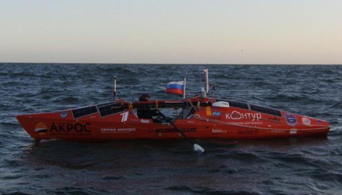 Конюхов на весельной лодке пережил 12-балльный шторм в Тихом океане