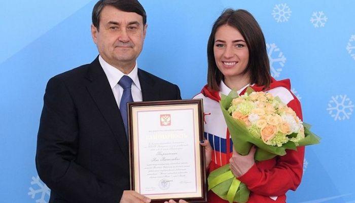 Алтайскую лыжницу Яну Кирпиченко наградил помощник президента России