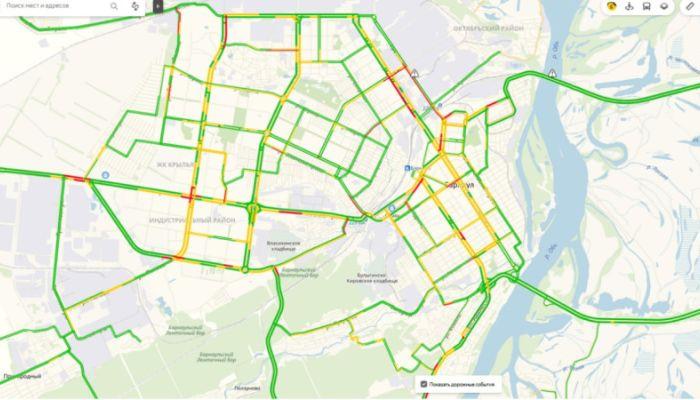 ДТП собрало большую пробку на проспекте Калинина в Барнауле утром 11 апреля