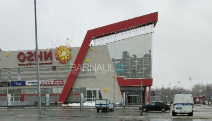 Пожарные, скорая, полиция: что произошло в ТЦ Огни в Барнауле