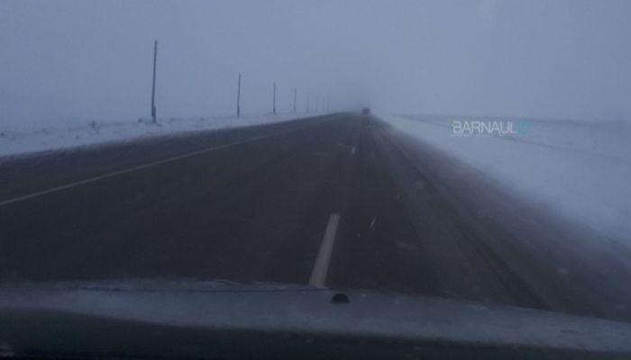 Водителей предупреждают о снеге и гололеде на алтайских трассах