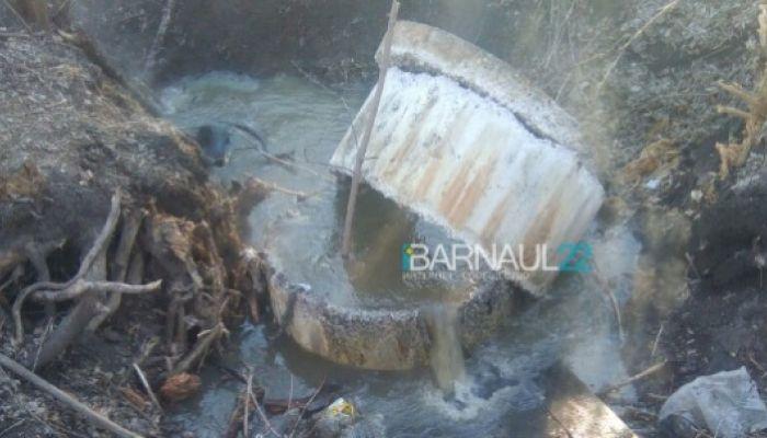 Серьезный порыв водопровода произошел в барнаульском парке Юбилейный