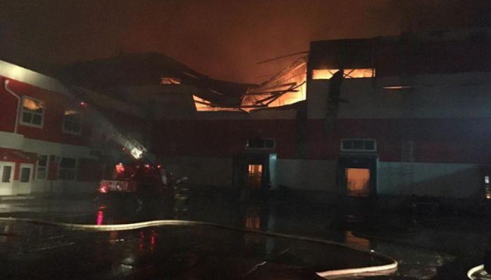 МЧС: площадь пожара на складе под Воронежем увеличилась вдвое