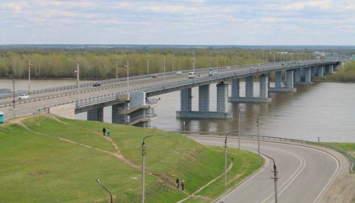 Движение транспорта частично ограничено по Новому мосту в Барнауле