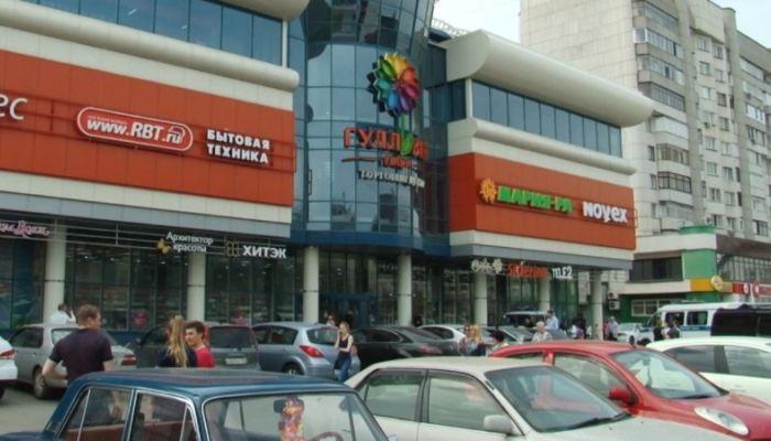 Тысячи людей эвакуировали 8 мая из торговых центров Барнаула