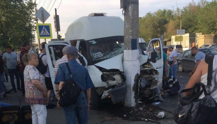 17 человек пострадали в Волгограде в ДТП с маршруткой и грузовиком