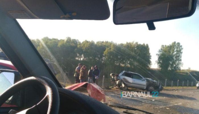 В ГИБДД рассказали подробности ДТП с несколькими авто на алтайской трассе