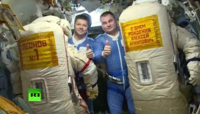 Видео: портрет Леонова в честь его 85-летия вынесли в открытый космос
