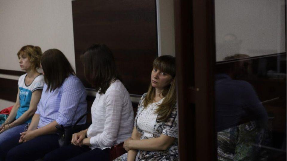 """176 эпизодов истязания детей: как в Барнауле проходит суд по делу """"Хэппи беби"""""""
