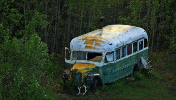Туристка погибла, пытаясь добраться до автобуса героя фильма В диких условиях