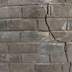 Как живут сироты в разваливающейся многоэтажке в Камне-на-Оби