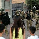 Власти Киргизии договорились о судьбе взятых в заложники спецназовцев