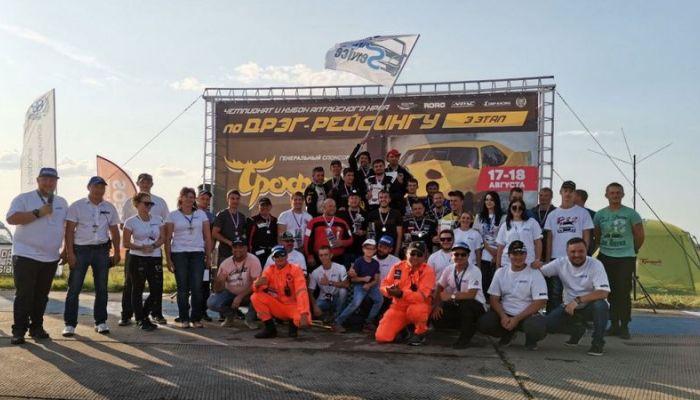 Рекорд скорости установили на трассе соревнований по драг-рейсингу под Барнаулом